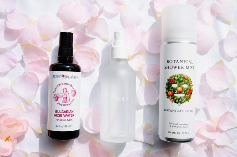 どこでもシュッ!ダマスクローズ、ツバキ、ラベンダー…植物の力で肌を潤すミスト化粧水3選