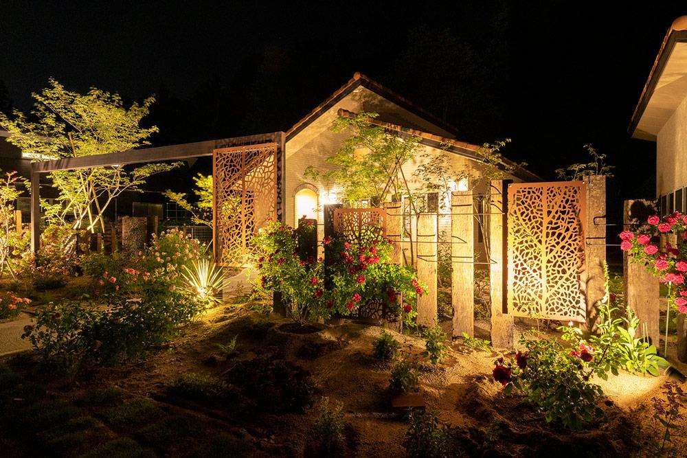 四季折々の夜の庭の楽しみ方とライトアップ法をご紹介