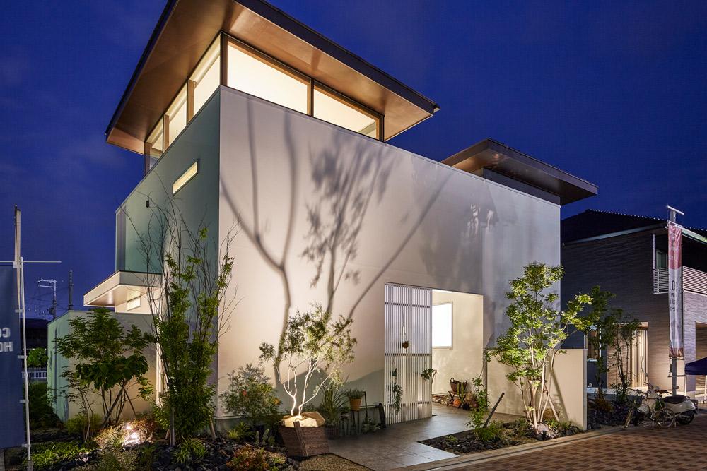 ガーデンライトの種類3:スポットライト型