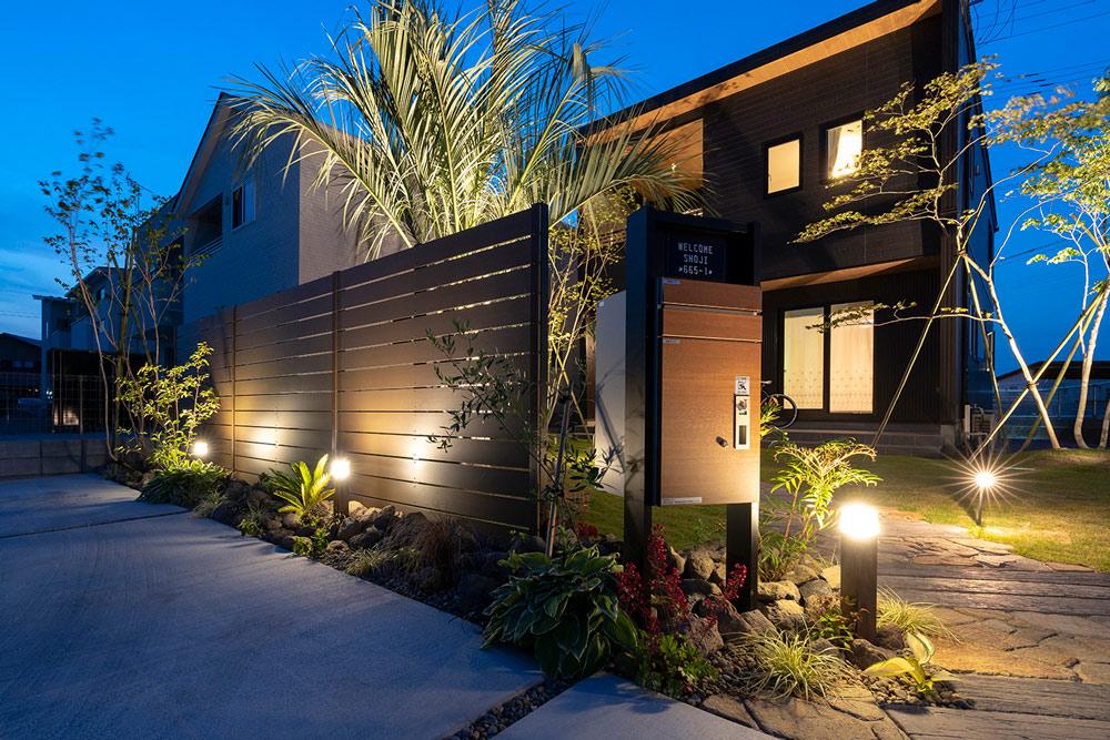 庭全体が明るくなるようなライトアップ方法