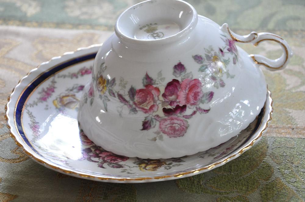 バラ模様のカップ&ソーサー