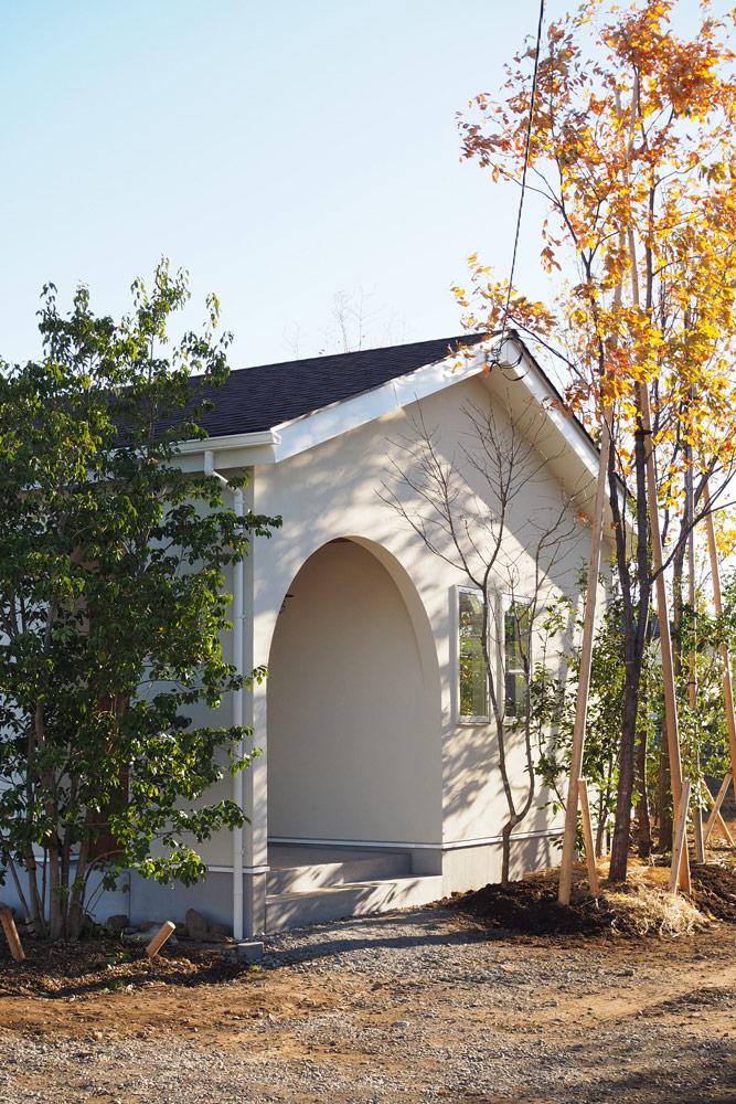 屋根はアスファルト基材とグラスファイバーでできたもの