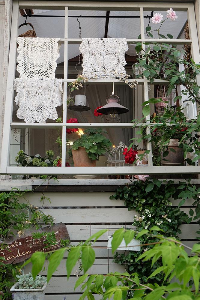 アンティーク風の窓枠