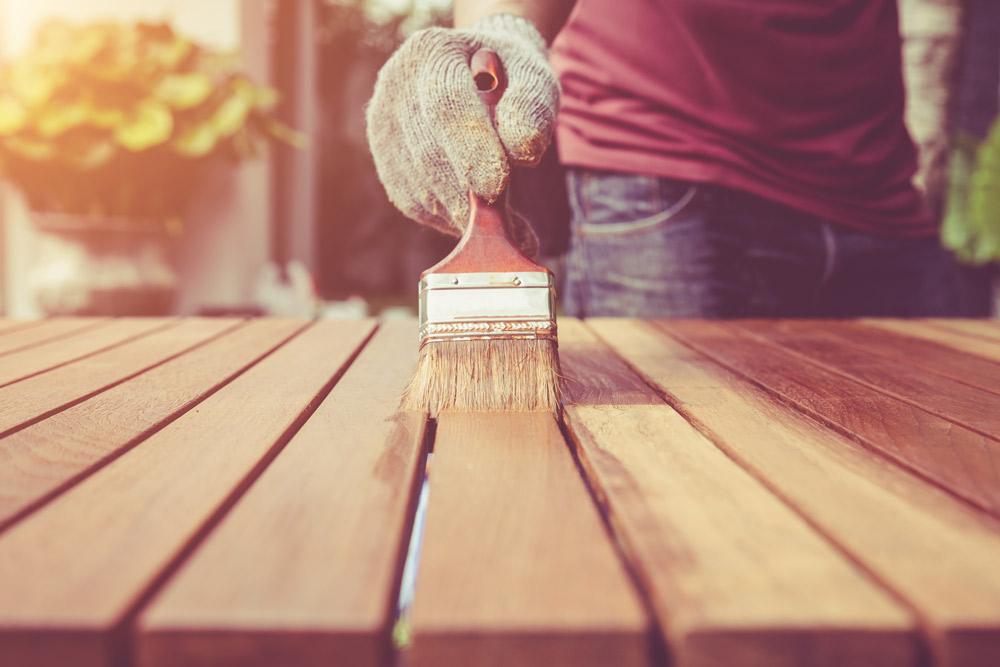 D.I.Y.でウッドデッキを塗装する方法:ポイントは?