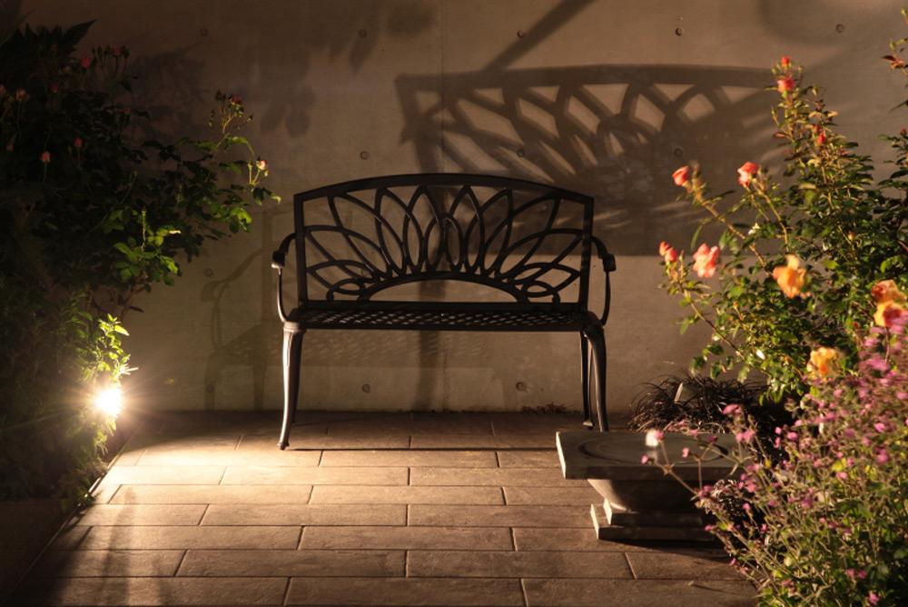 影も美しいアル・カウン ベンチ