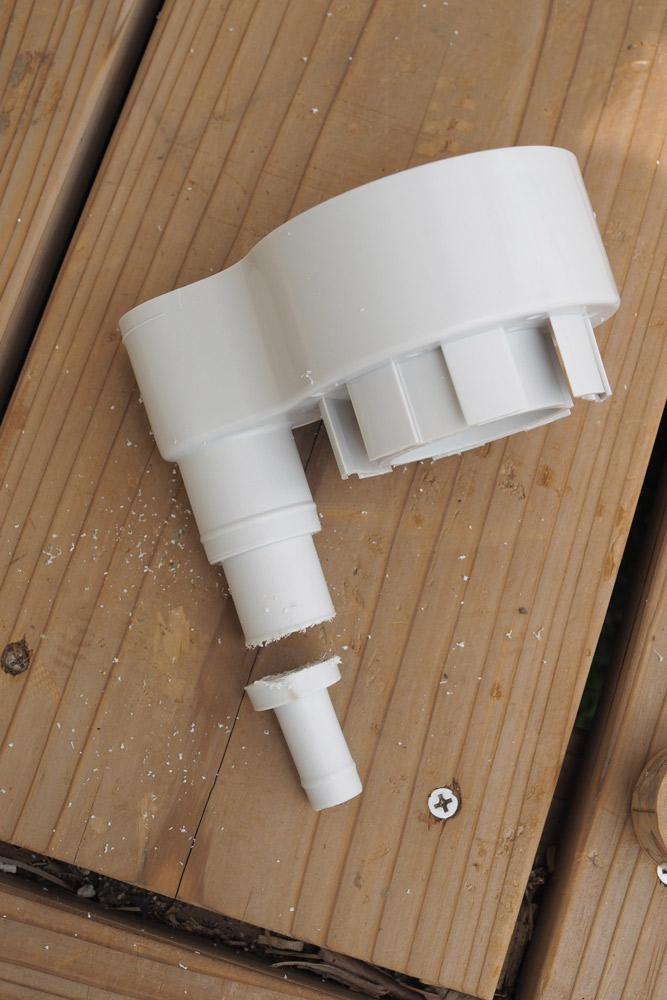 取水器のホース接続口を切断