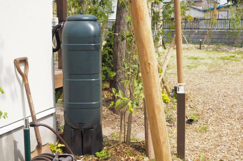 水やりや災害時にも使える!雨水タンクを設置してみました