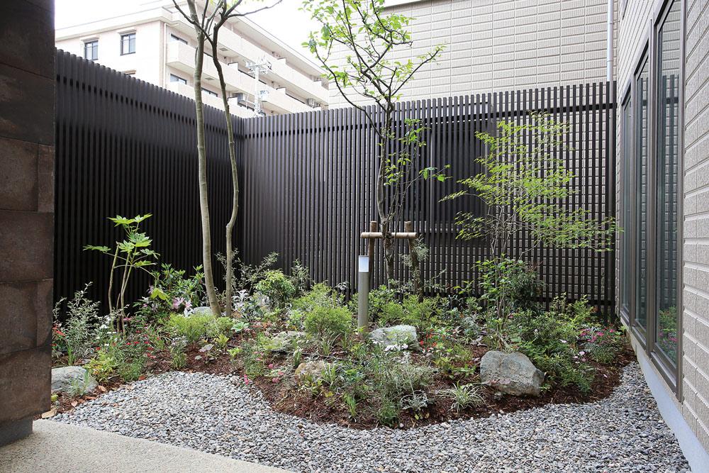 和モダンや洋風もあり!自分流の創作坪庭をデザインしよう