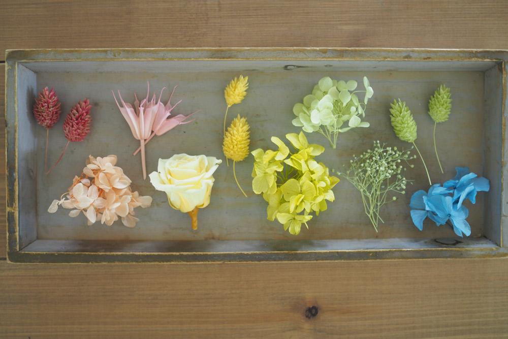 アジサイやカスミソウ、ラン、菊、葉など