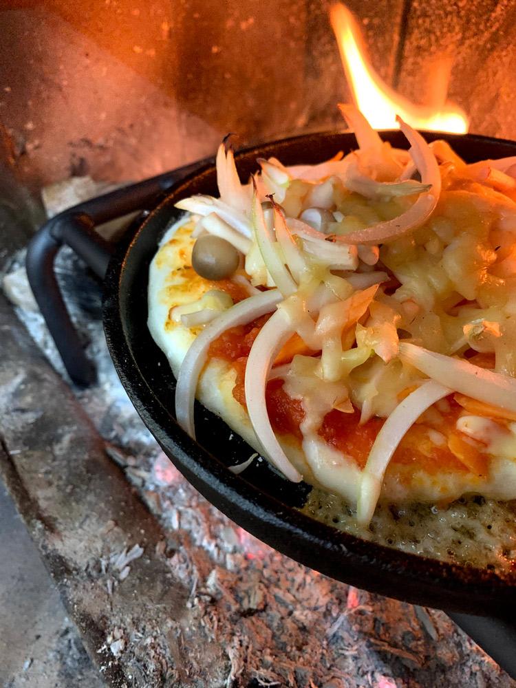 薪ストーブで手作りピザにも初挑戦しました。