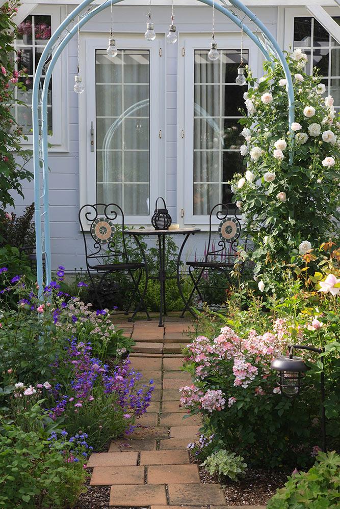 長野「ペンション・カスティール」のバラの庭