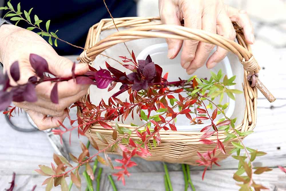 バラの秋色アレンジの作り方