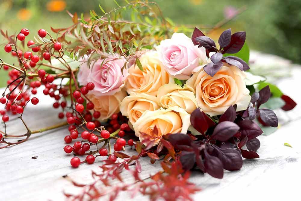 バラの秋色アレンジの花材