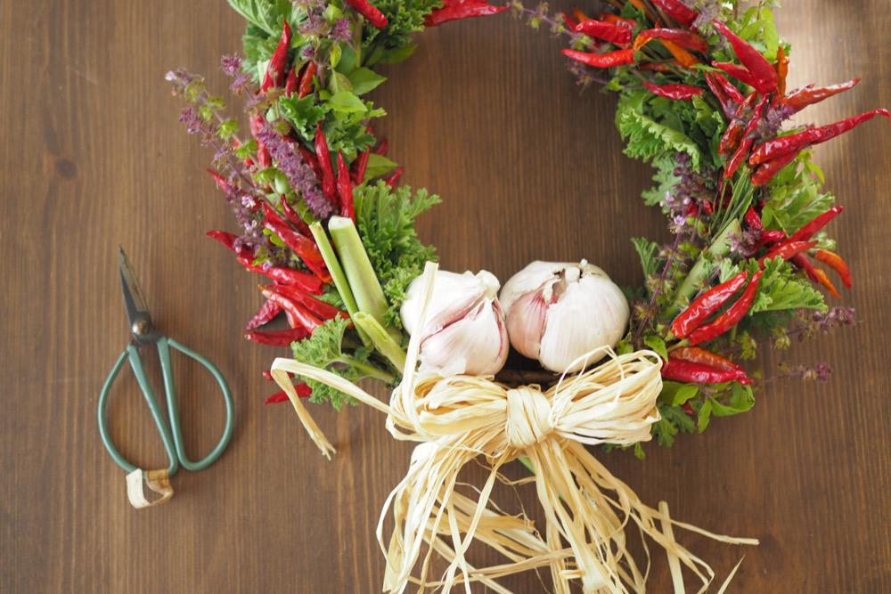 キッチンに飾ろう!便利に使えるトウガラシとニンニクのスパイスリース