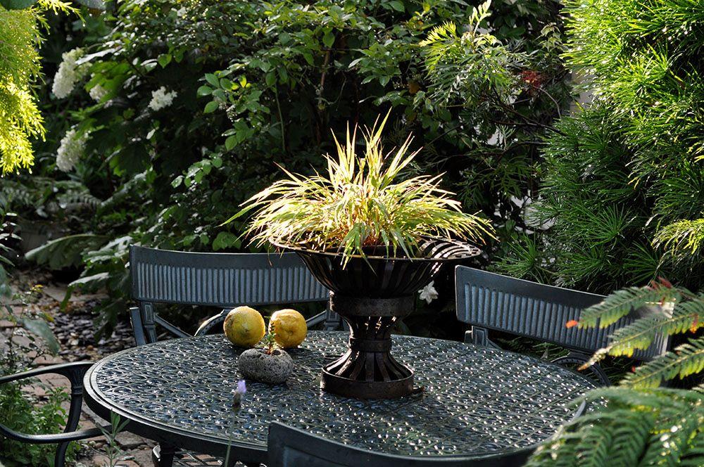 アイアン製のガーデンテーブルセット