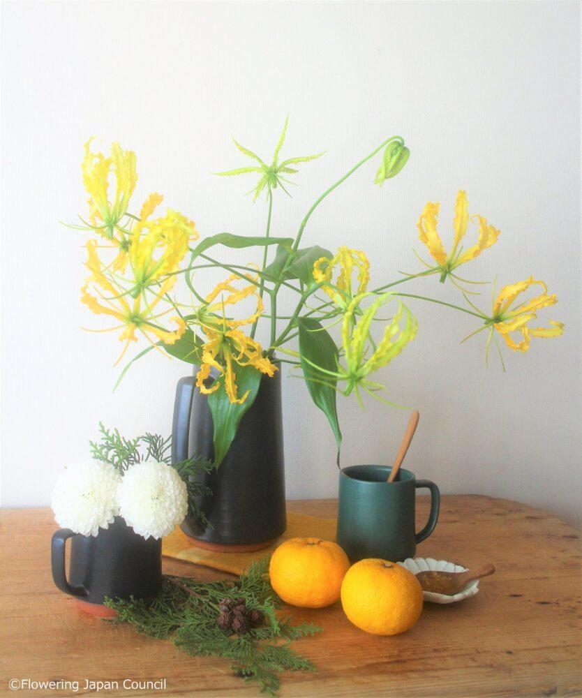 グロリオサの冬至のアレンジ