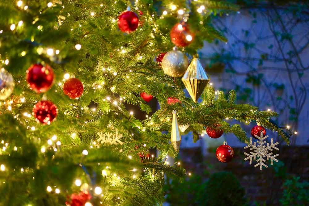 クリスマスツリーのデコレーション