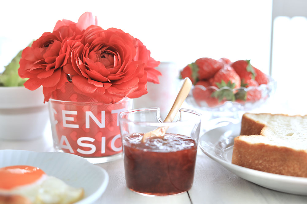 赤い花のテーブルアレンジ