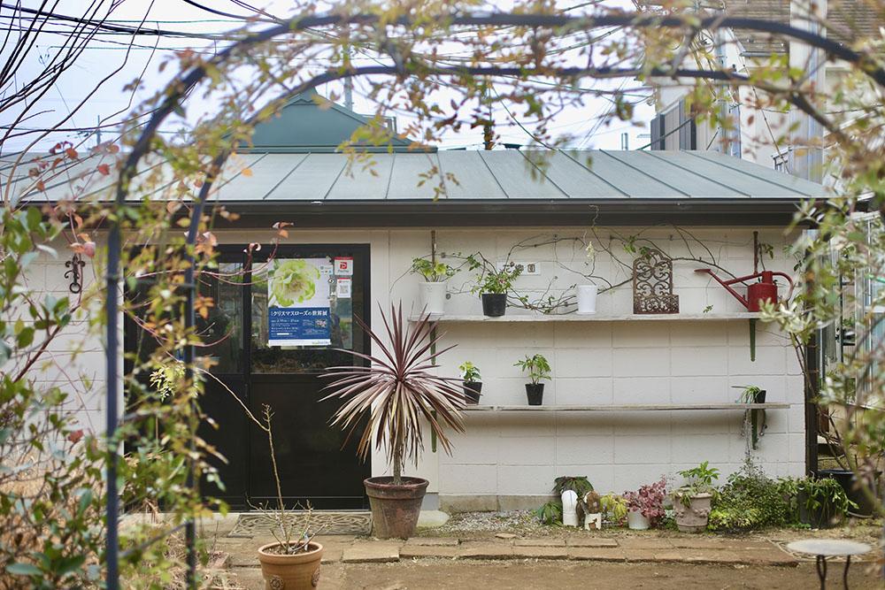 「花郷園」の小屋