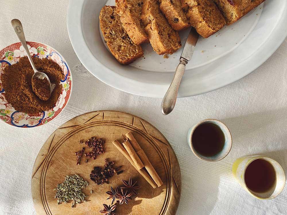 自家製「五香粉」で作るチャイニーズフルーツケーキ