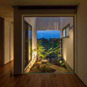 室内からの眺めにこだわった夜の庭づくり・ライトアップのコツ