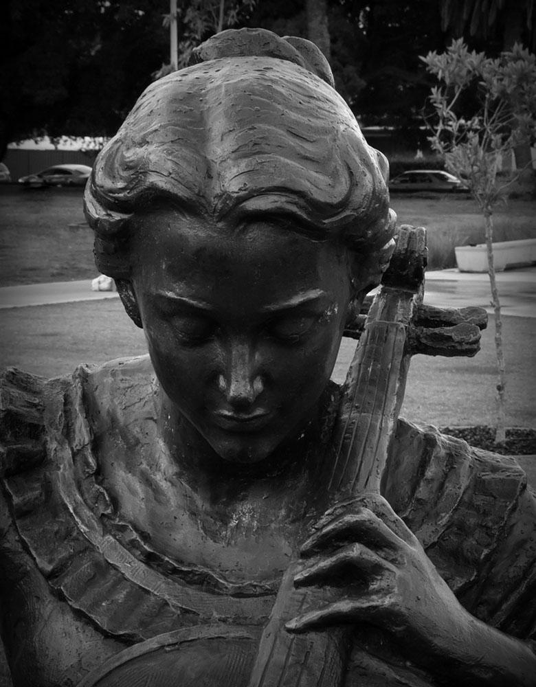 ジャクリーヌ・デュ・プレの像