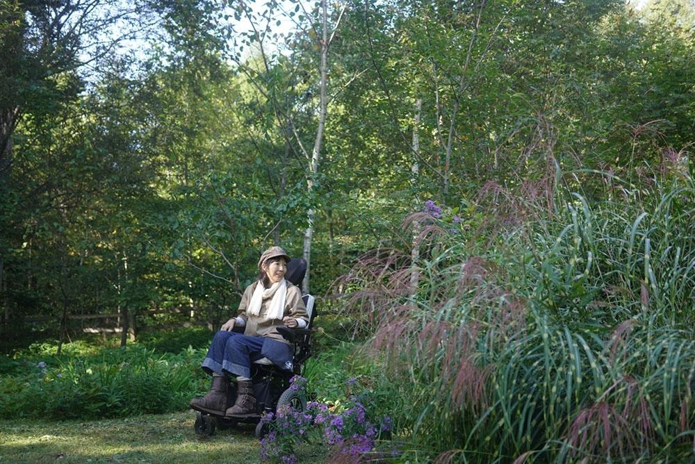 車いすでの庭作業