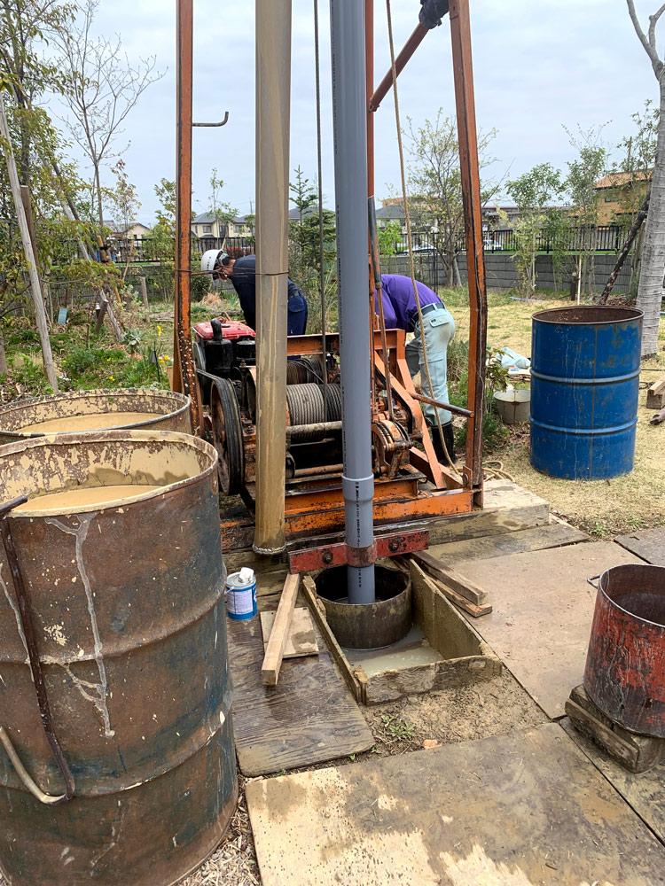 井戸掘り作業