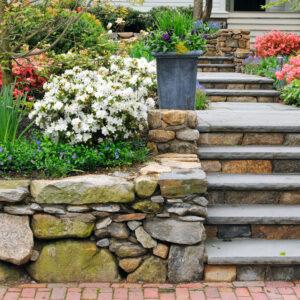 高低差のある庭をデザインするVol.2~素材と植物を工夫して~